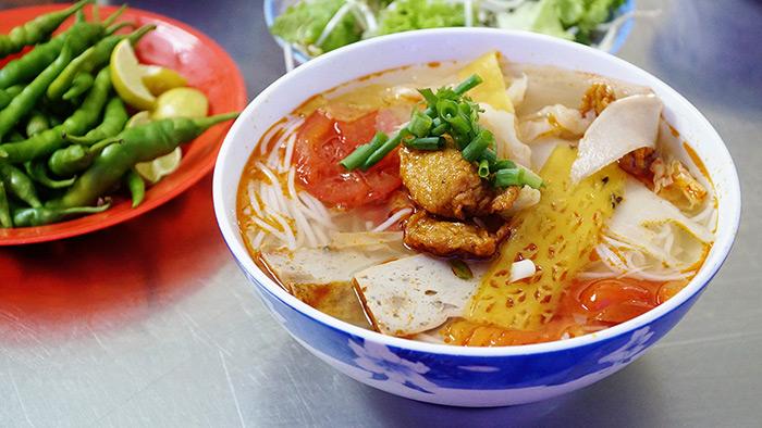 Món bún chả cá với hương vị đậm đà, nước dùng thanh mát
